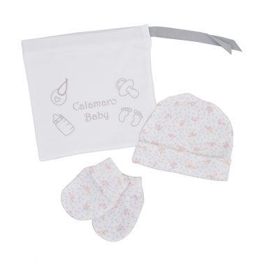 Комплект за новородено с шапка и ръкавички на цветя в торбичка розов