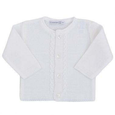 Бебешка плетена жилетка с плетеници бяла