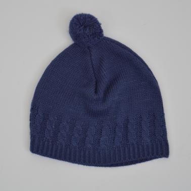 Бебешка плетена шапка с помпон тъмно синя