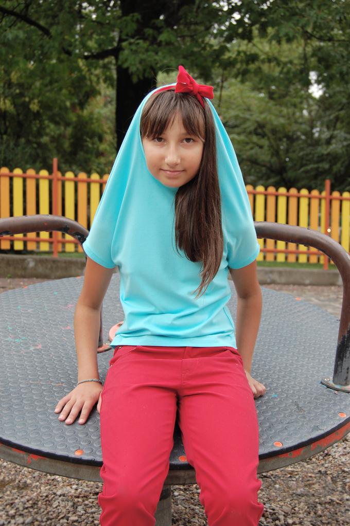 Оригинална детска блуза с имитация на качулка тъмон синя