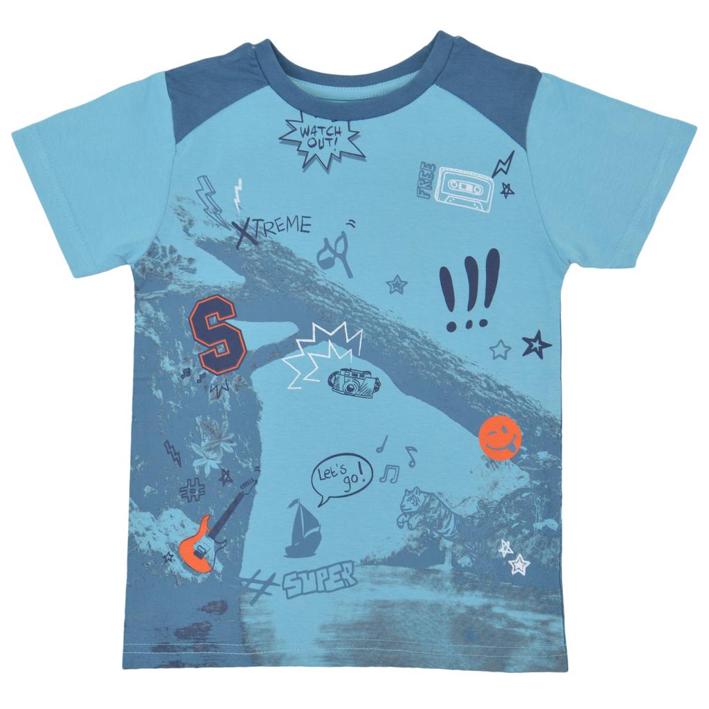 Свежа тениска с щампи и платки на раменете тъмен електрик