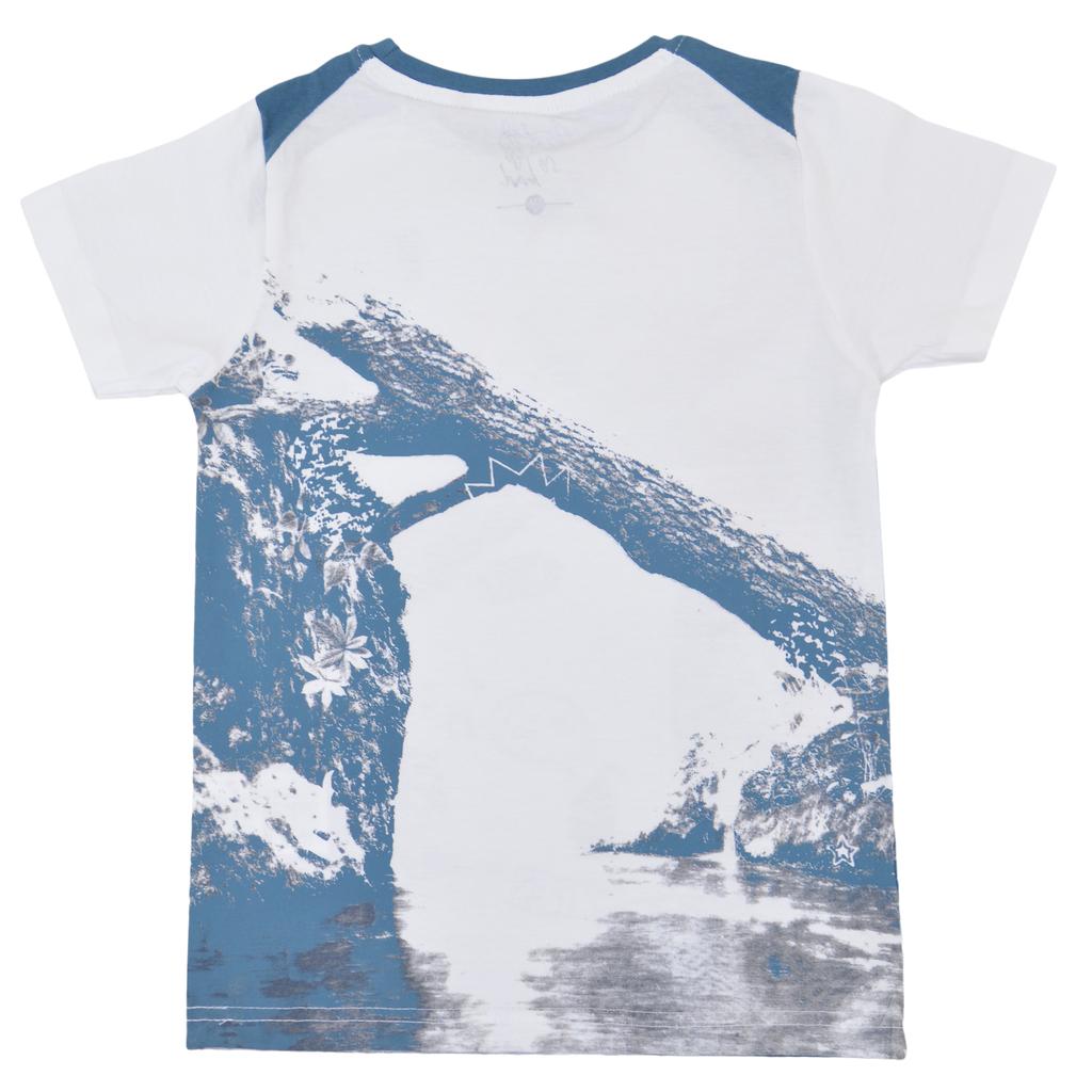 Свежа тениска с щампи и платки на раменете бяла