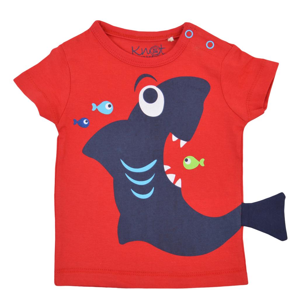 Тениска с лакома акула и рибки червена
