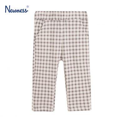 Топъл трикотажен панталон в сив пепит от Newness