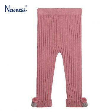Клин Newness от рипсено плетиво в тъмно розово с помпони