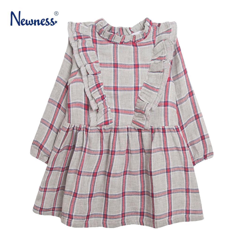Стилна рокля в сиво каре с къдри от Newness