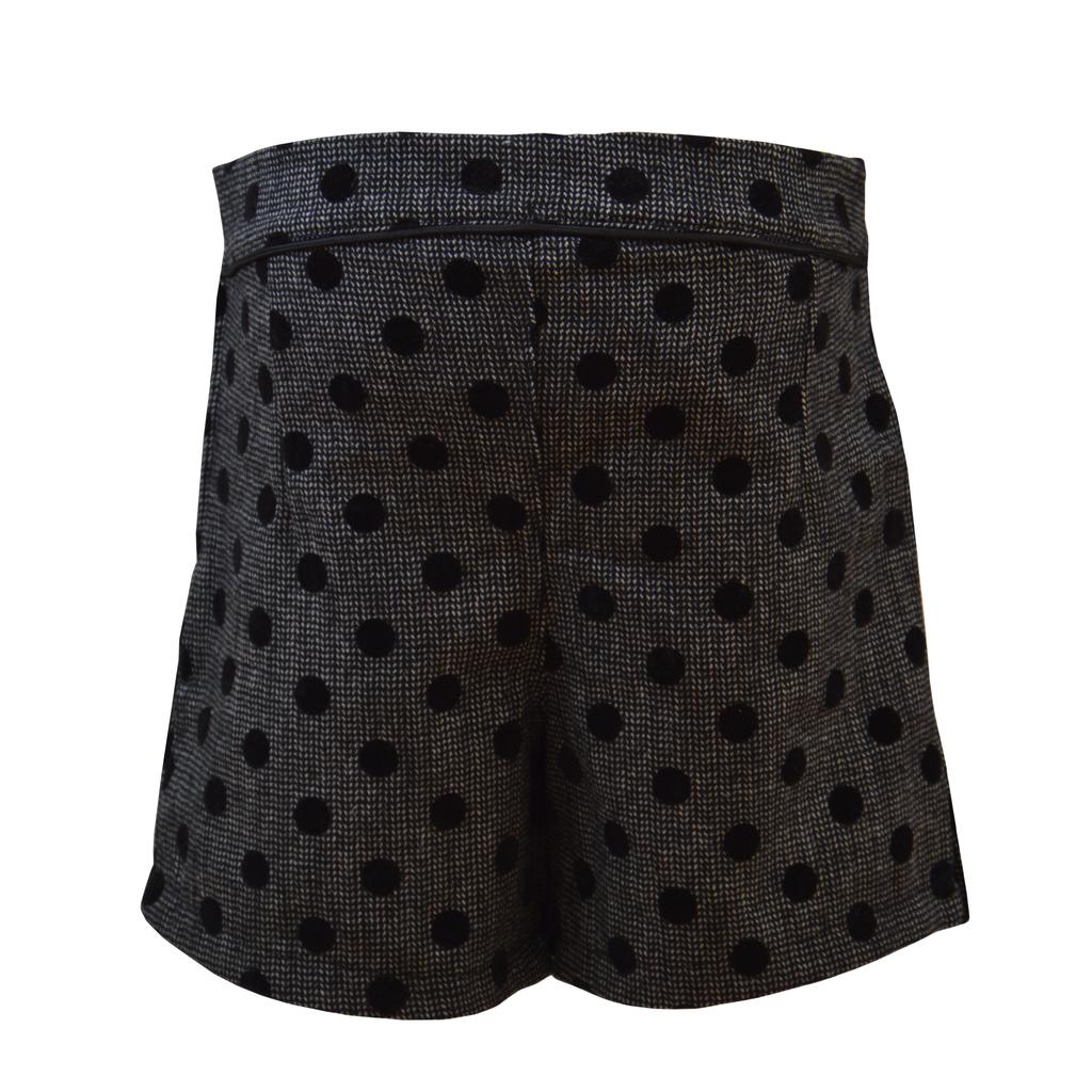 Пола-панталонки на точки в черно с имитация на джобове