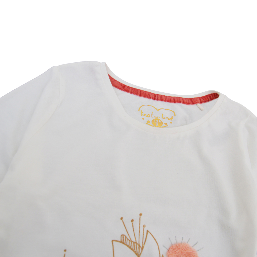 Елегантна туника с волан и цветя от брокат и помпони в екрю