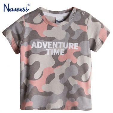 Камуфлажна тениска в сиво с надпис от Newness