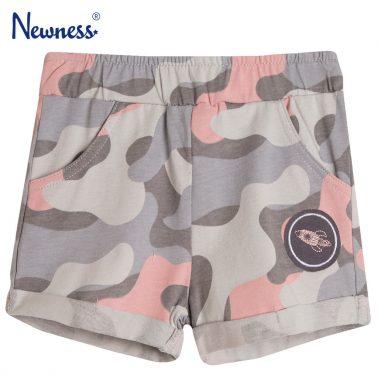 Камуфлажни къси панталонки в сиво от Newness