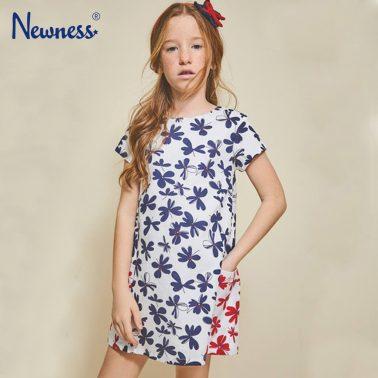 Рокля на сини цветя с цветни джобове от Newness
