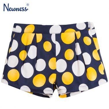 Стилни къси панталонки в тъмно синьо с цветни точки от Newness