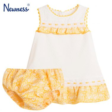 Елегантен сет рокля с гащи Newness с жълт волан и дантела
