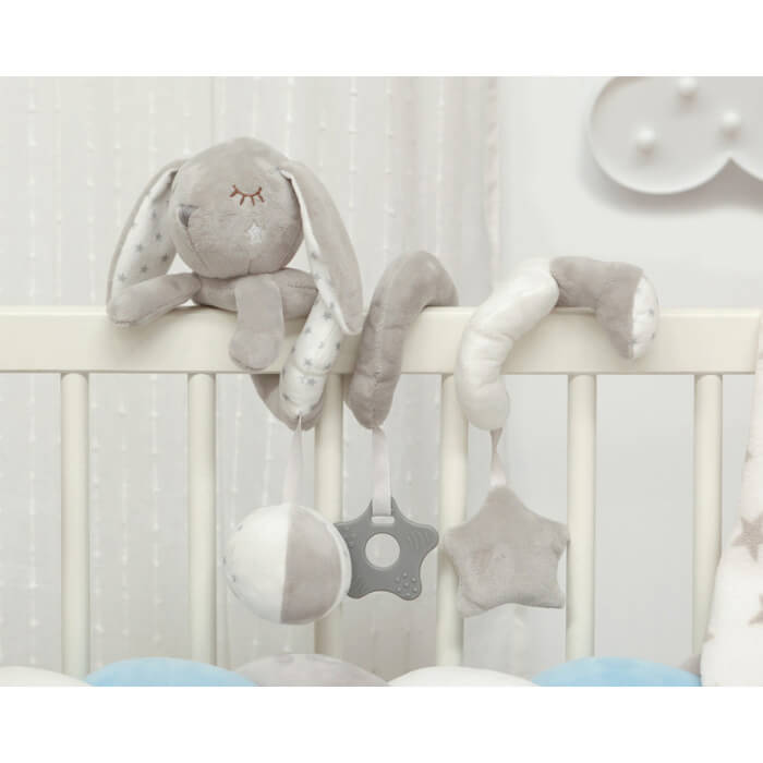 Бебешка плюшена играчка спирала зайче в светло сиво
