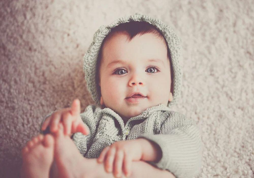Какво е необходимо, за да посрещнем новия член на семейството – комплекти за изписване на момче с боди, ританки, шапка, ръкавички, одеяло