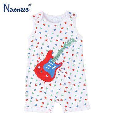 Бебешки къс гащеризон с цветни триъгълничета и китара бял