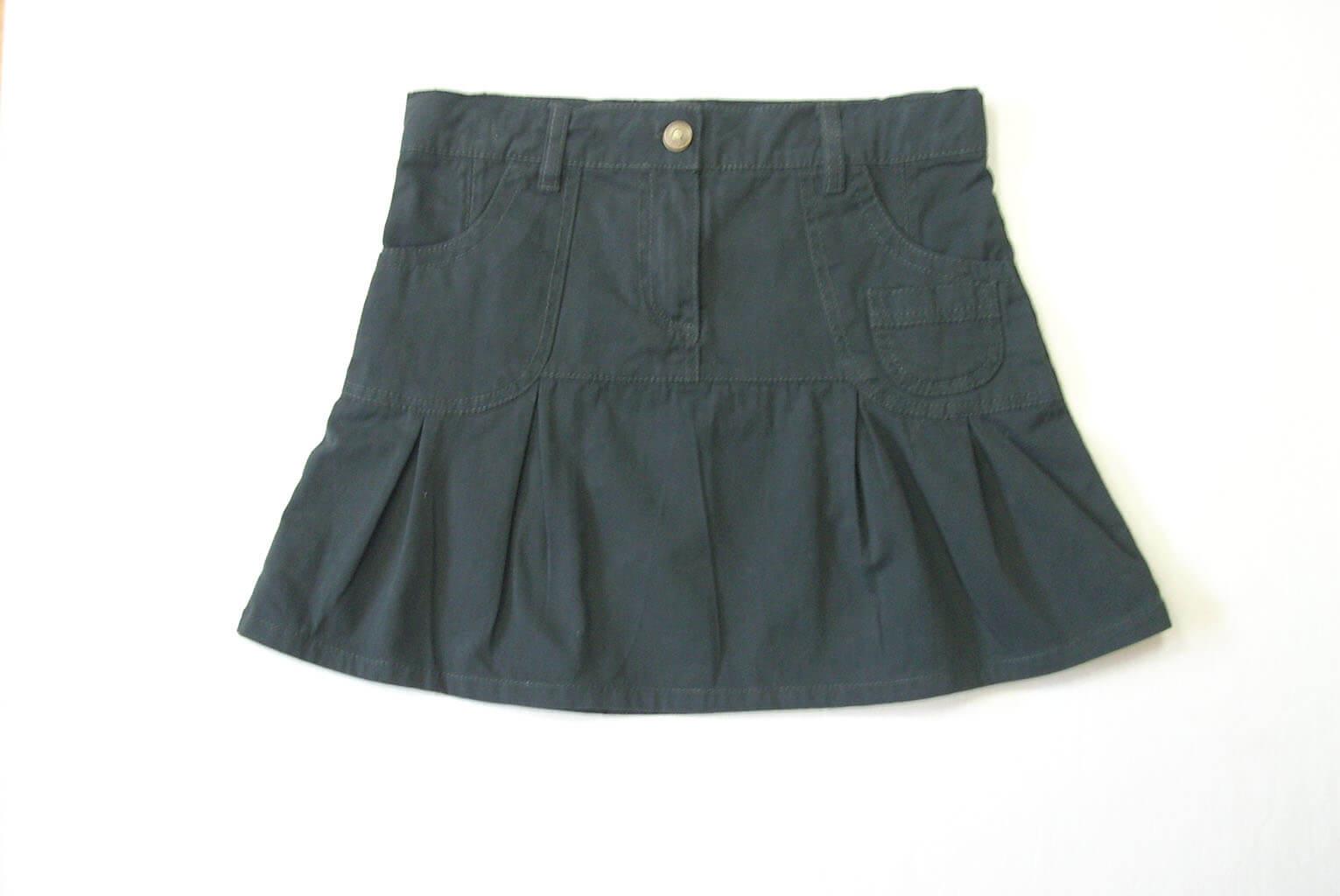 Детска пола с копче и джобове сива