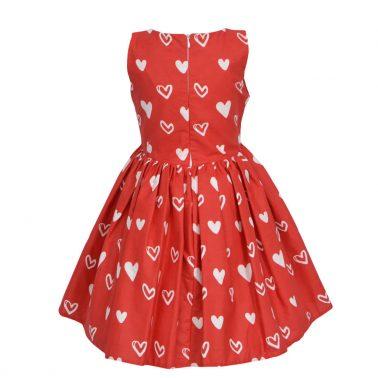 Детска елегантна рокля с пнаделка на сърца в червено