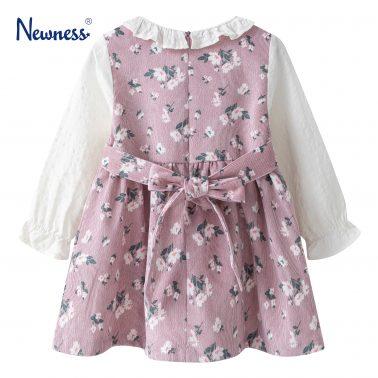 Детска рокля с кръгла яка и принт на цветя в розово