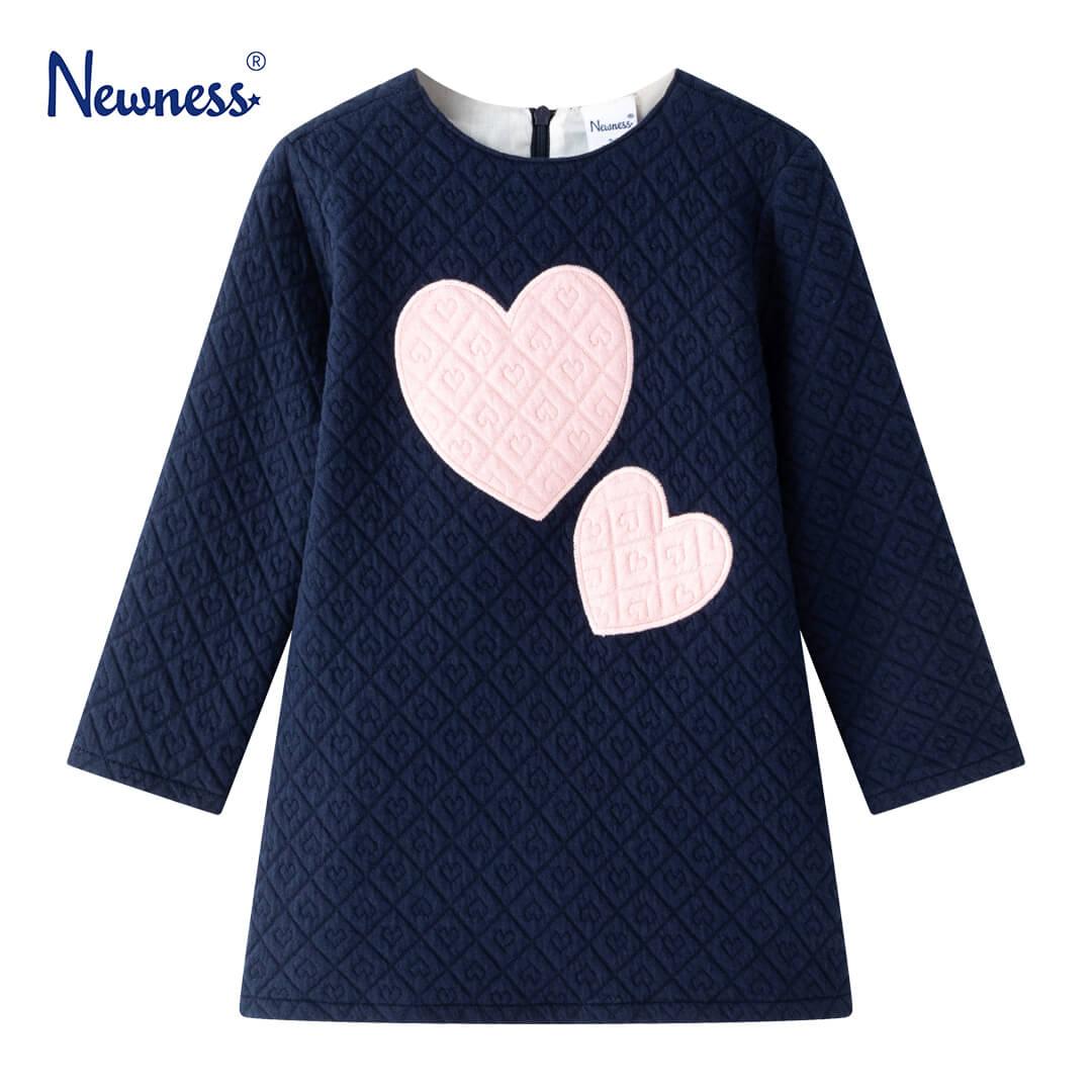 Детска гофрирана рокля с апликация сърца в синьо